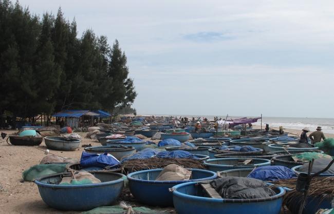 Nhiều người ví biển xanh Cam Bình mang nét đẹp theo kiểu đẹp xao xuyến lòng người.
