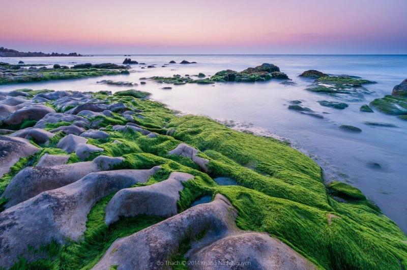 Biển Cổ Thạch là một vùng đất chỉ có nước, đá và màu xanh của thảm thực vật