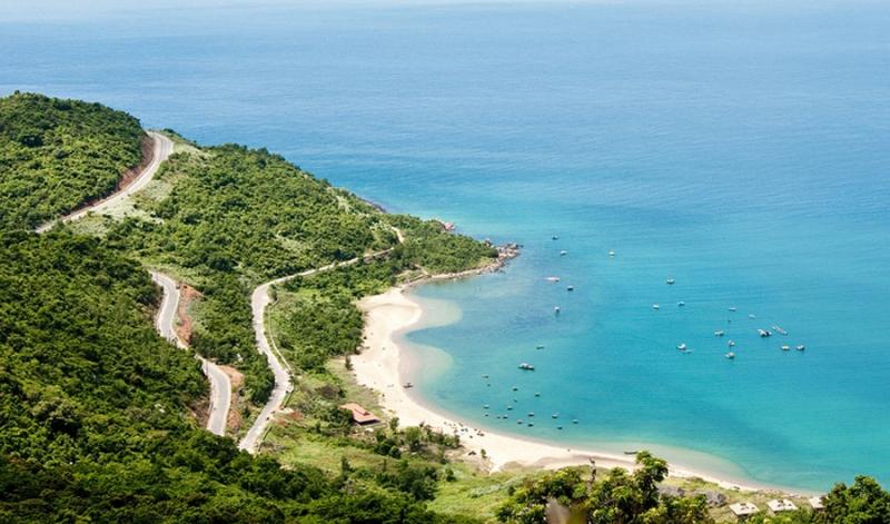 Những bãi biển trải dài xanh ngắt