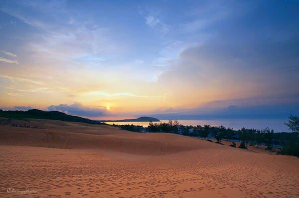 Với list những bãi biển đẹp ở Bình Thuận thì biển Hòn Rơm là có quang cảnh phong phú nhất.