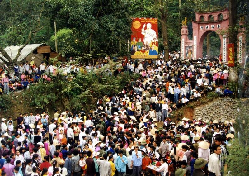 Biển người ở lễ giỗ tổ Hùng Vương