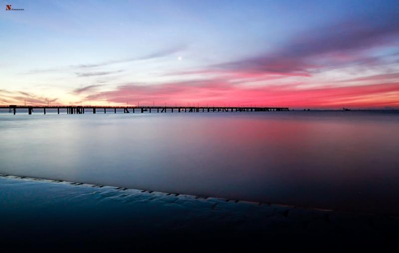 Chiếc cầu dài dẫn ra biển