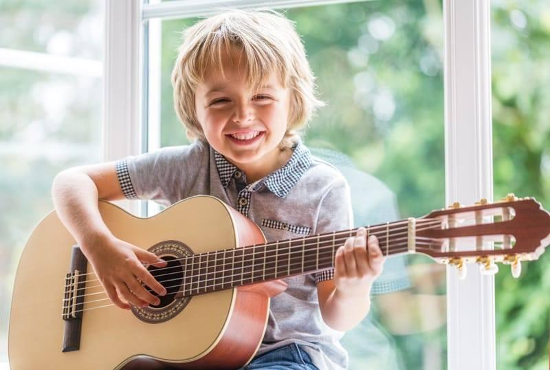 Âm nhạc có ảnh hưởng rất lớn đến cảm xúc và trí thông minh của con người.