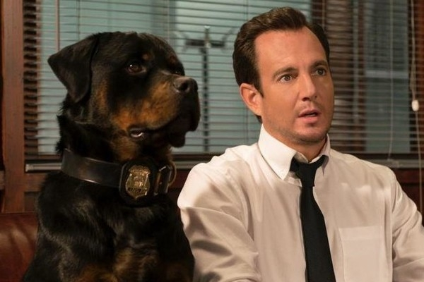 Max và đặc vụ FBI Frank