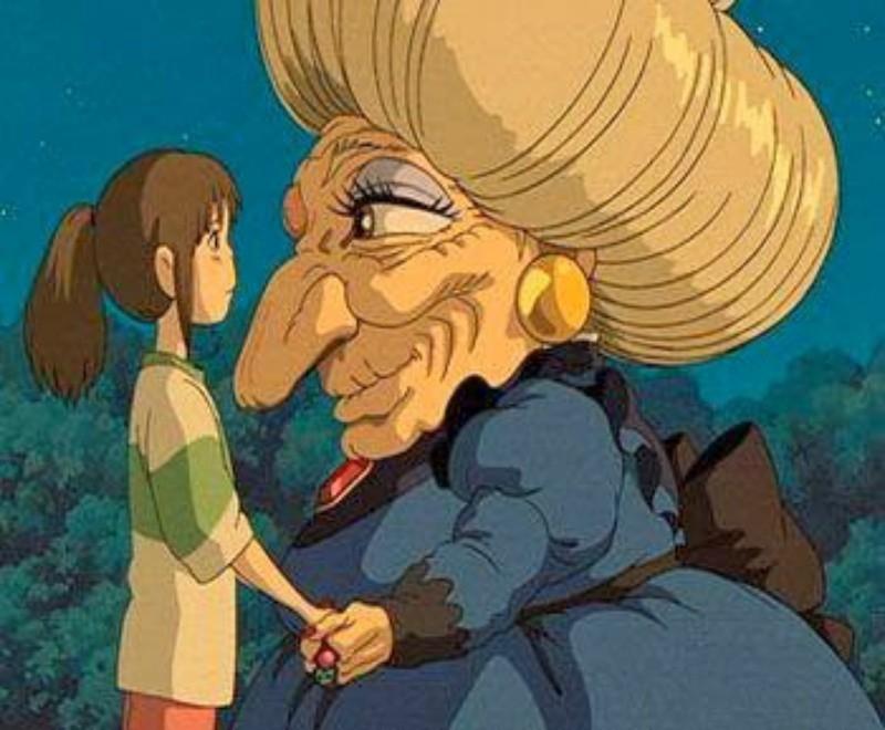 Bà lưu luyến chia tay Chihiro.