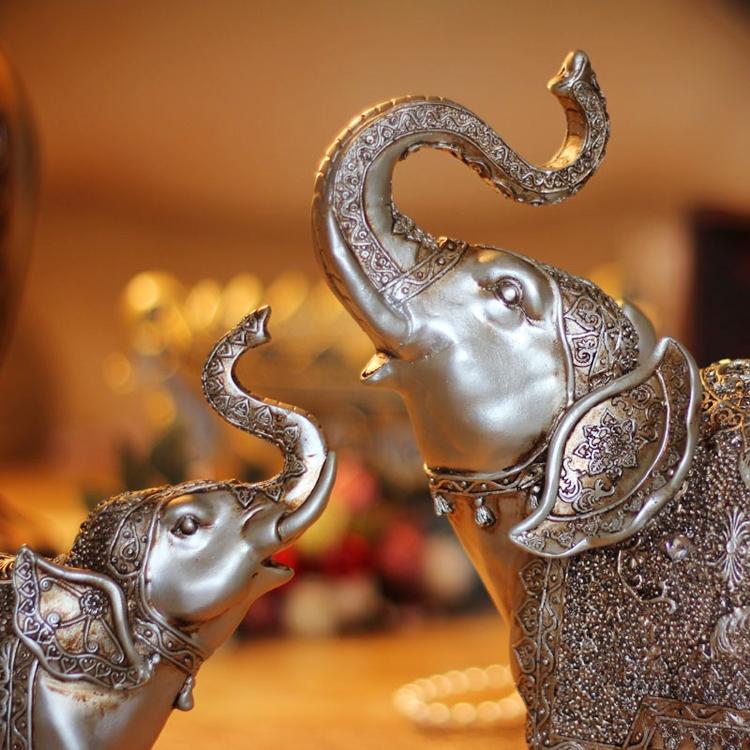 Biểu tượng cặp mẹ con voi có ý nghĩa như một lời chúc cho việc sinh nở trở nên thuận lợi