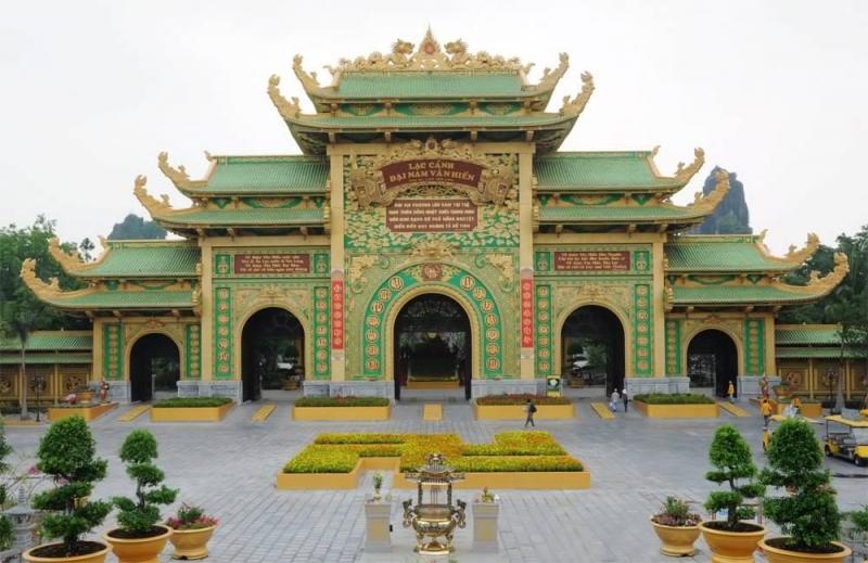 Lạc cảnh Đại Nam Văn Hiến, nơi đặt đền thờ 18 vị vua Hùng