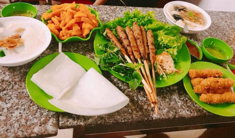 Đồ ăn, đồ uống vừa ngon lại sạch sẽ, an toàn cùng với nhân viên rất thân thiện, nhiệt tình cũng là một điểm cộng giúp quán rất đông khách.