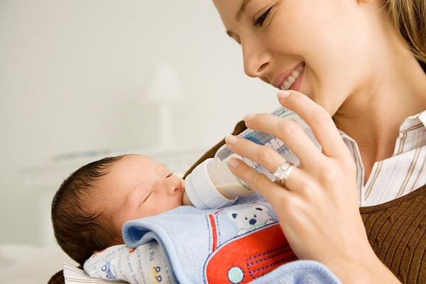 Top 6 bình sữa chống đầy hơi hiệu quả nhất cho trẻ