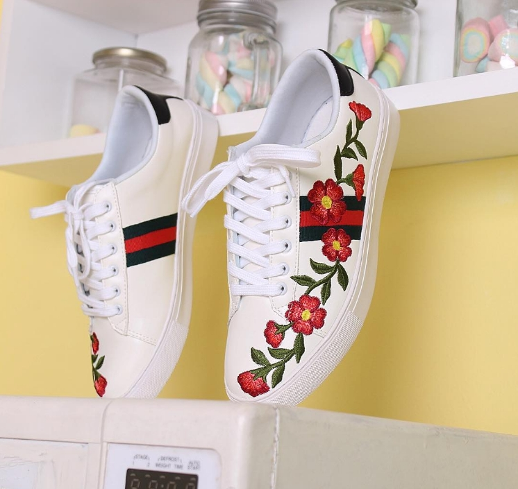 Giày thêu hoa hiện đang rất được ưa chuộng