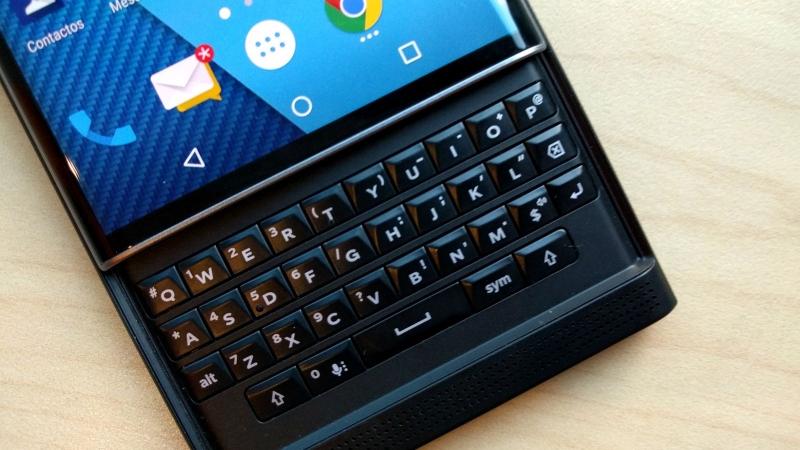 BlackBerry đã không còn tự mình sản xuất điện thoại