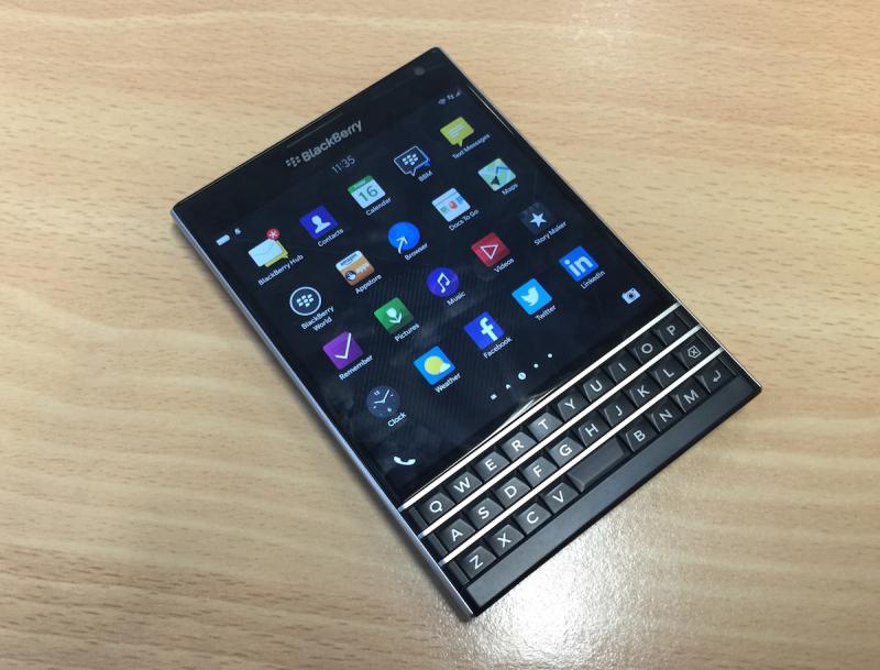 BlackBerry Passport – Giá: 2.000.000 VND