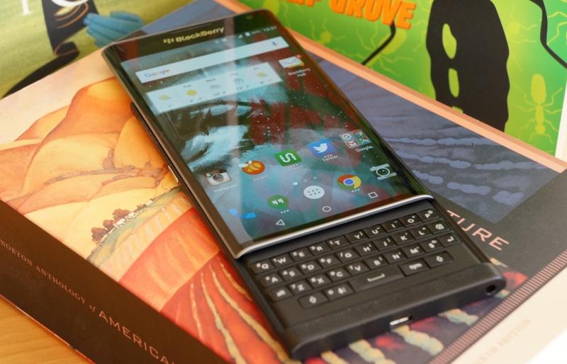 BlackBerry Priv có bàn phím cứng thuận tiện cho việc nhập liệu văn bản