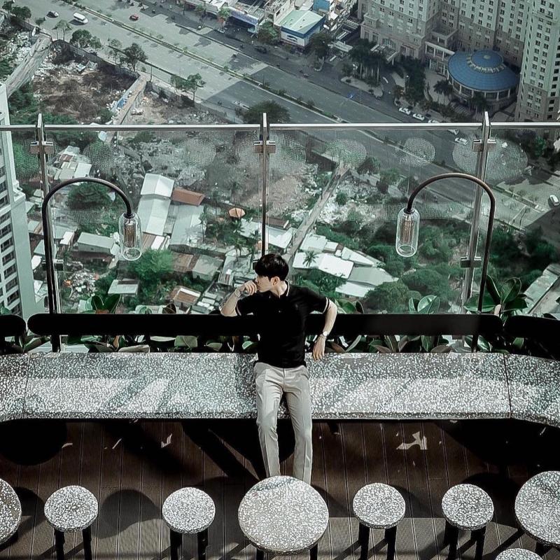 Blank Lounge với view thành phố tuyệt đẹp và không gian thoáng, hiện đại