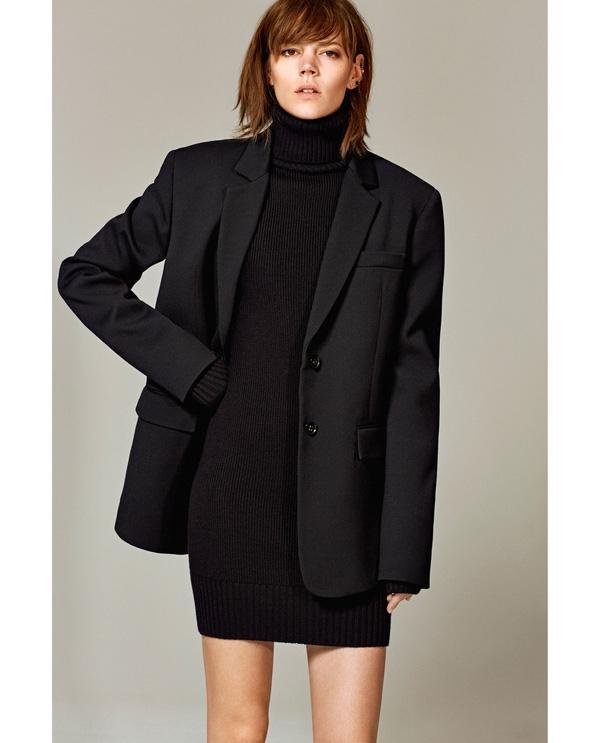 Áo blazer mang lại phong thái thanh lịch nhưng không làm mất đi vẻ trẻ trung cho các cô nàng công sở