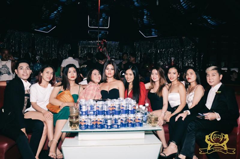 Blue Moon Club - Nguyễn Du