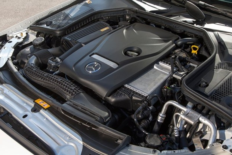 Động cơ tăng áp 2.0L 4 xi-lanh trong xe Mercedes-Benz C300