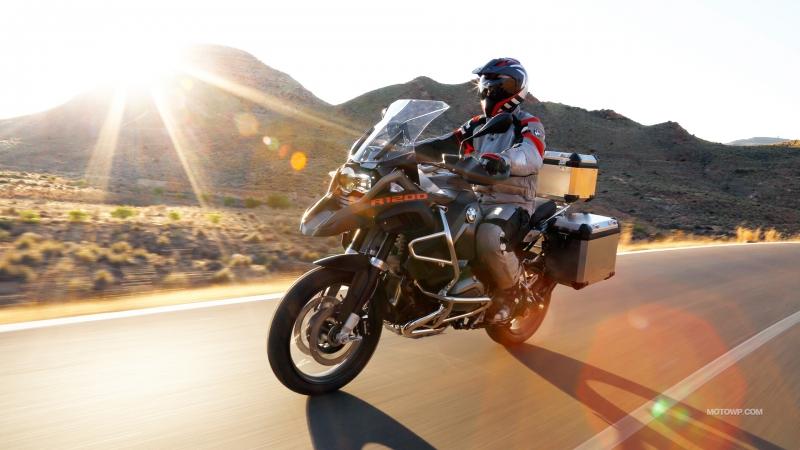 BMW R1200GS Adventure có quãng đường di chuyển lên đến 645 km với một bình xăng đầy (Nguồn: Sưu tầm)