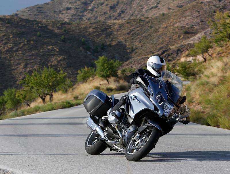 BMW R1200RT trong điều kiện thuận lợi có thể di chuyển 483 km với một lần đổ đầy bình xăng (Nguồn: Sưu tầm)