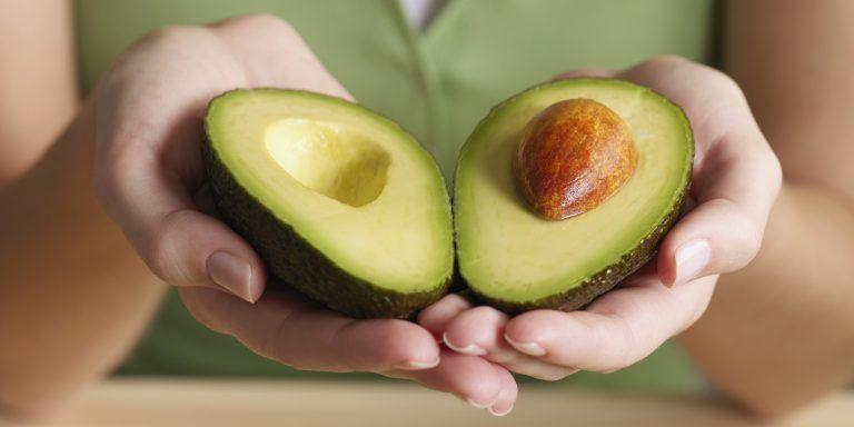 Ăn một quả bơ mỗi ngày làm giảm cholesterol và hỗ trợ quá trình tái tạo da
