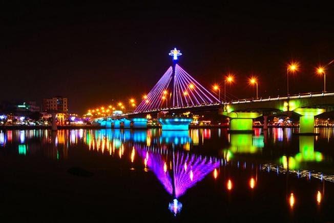 Lung linh bên bờ đông sông Hàn
