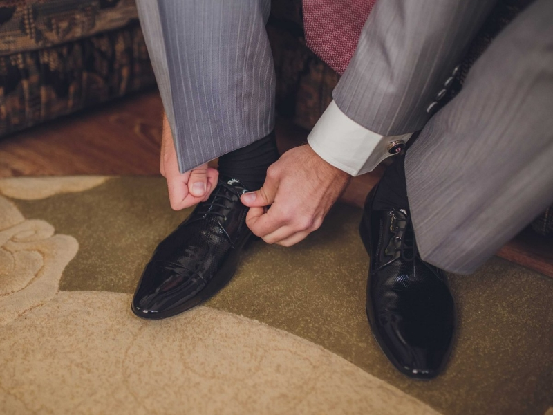 Bỏ giày dép khi vào nhà.