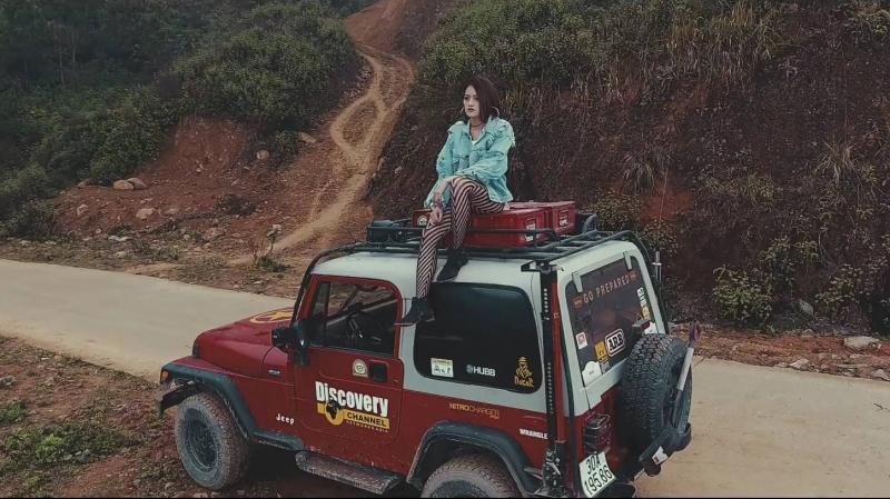Nữ diễn viên Thùy Anh cực ngầu trong MV Bỏ lại thế giới