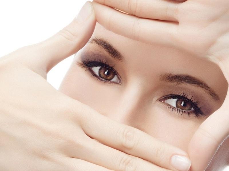 Đôi mắt trở nên sáng đẹp nhờ lượng vitamin được cung cấp trong đu đủ