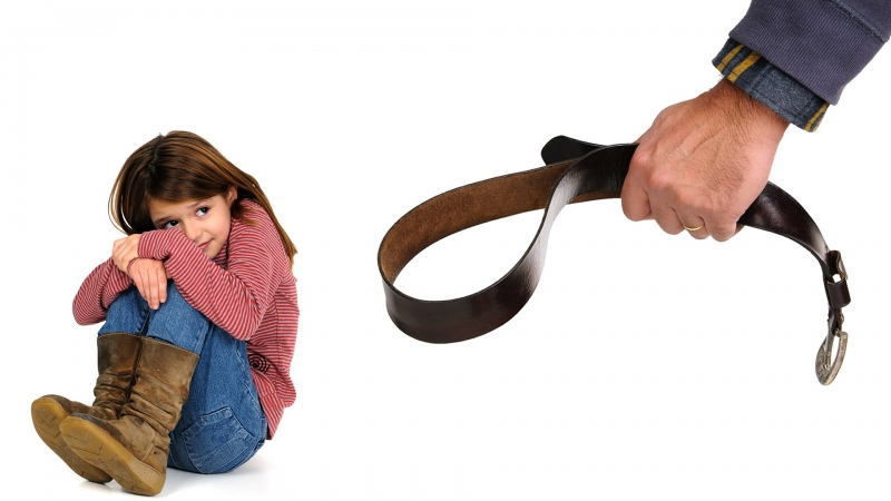 Bố mẹ không nên dùng đòn roi trừng phạt con