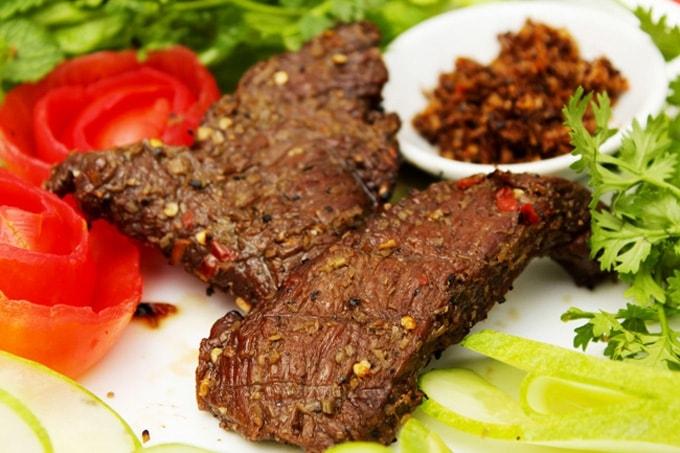 Món thịt bò một nắng, một món ăn độc đáo được đông đảo thực khách yêu thích