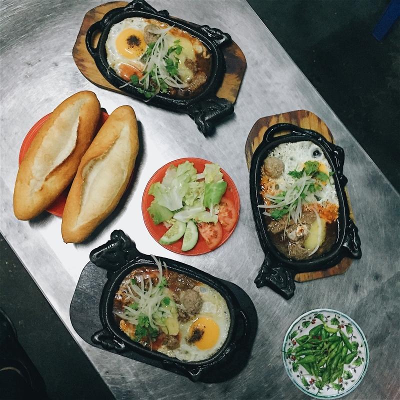 Nằm ngay trung tâm thành phố Đà Nẵng xinh đẹp, quán bò né Lan Hương là một trong địa điểm nhất định phải thử qua.