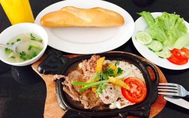 Bánh mỳ Bò né Minh Trang được trang trí bắt mắt và nghệ thuật