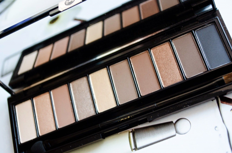 Phấn mắt L'oreal La Palette Nude Beige với 10 màu nổi bật