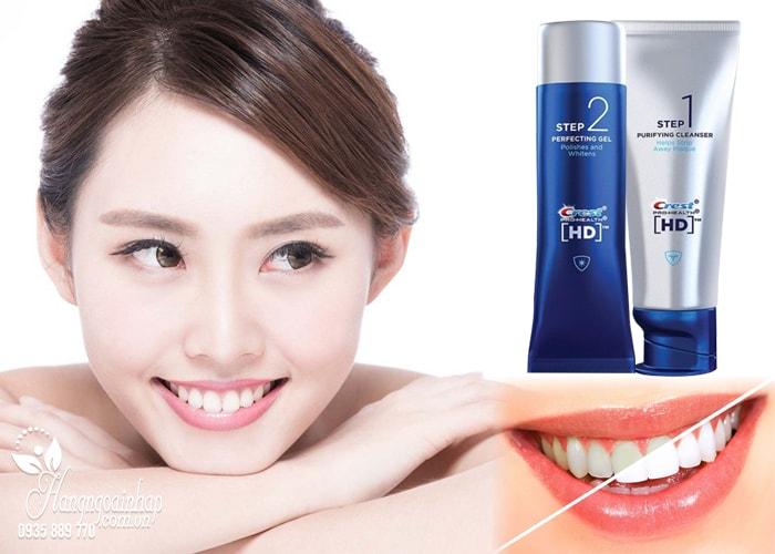 Bộ kem và gel đánh răng qua 2 bước của Crest giúp tách biệt vài thành phần chăm sóc răng chuyên biệt, nhằm mang lại hiệu quả tốt nhất. Với bước 1 làm sạch sâu khoang miệng và răng, bảo vệ men răng, ngừa vi khuẩn gây sâu răng, và bước hai, đánh bóng và làm trắng răng