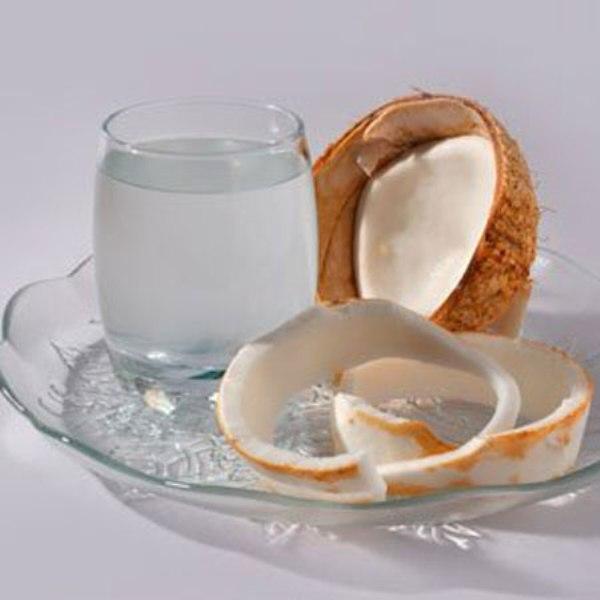 Nước dừa là thần dược trong việc bổ sung nước ối