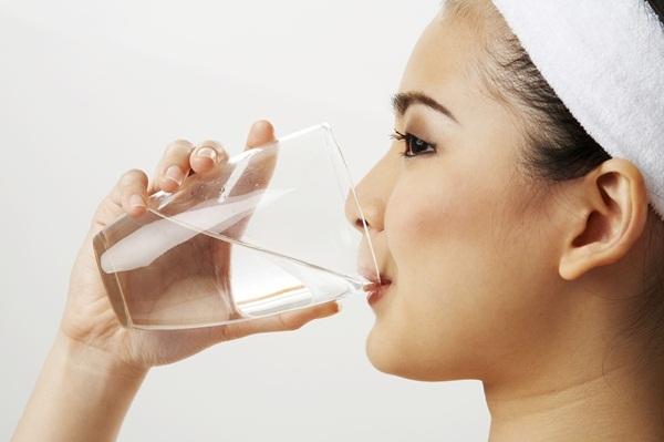 Bổ sung đủ lượng nước mỗi ngày