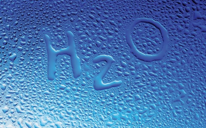 Nước giúp đào thải tạp chất ra khỏi cơ thể