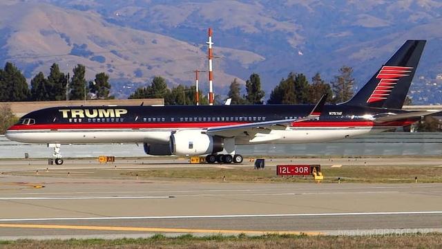 Boeing 757 của ông Trump