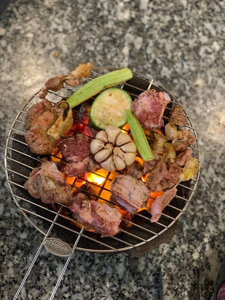 Thịt được cắt tảng to, tẩm ướp vừa phải, khi ăn cảm thấy rất hợp khẩu vị.