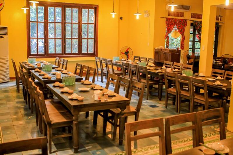 Nhà hàng Bò tơ quán mộc thiết kế theo hình ảnh Hà Nội thập niên 80 nên đem đến cảm giác ấm cúng