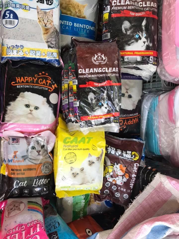 Bobby Pet Shop cung cấp nhiều loại thức ăn đến từ nhiều nhãn hàng khác, mỹ phẩm, vật dụng, áo quần... cho chó, mèo