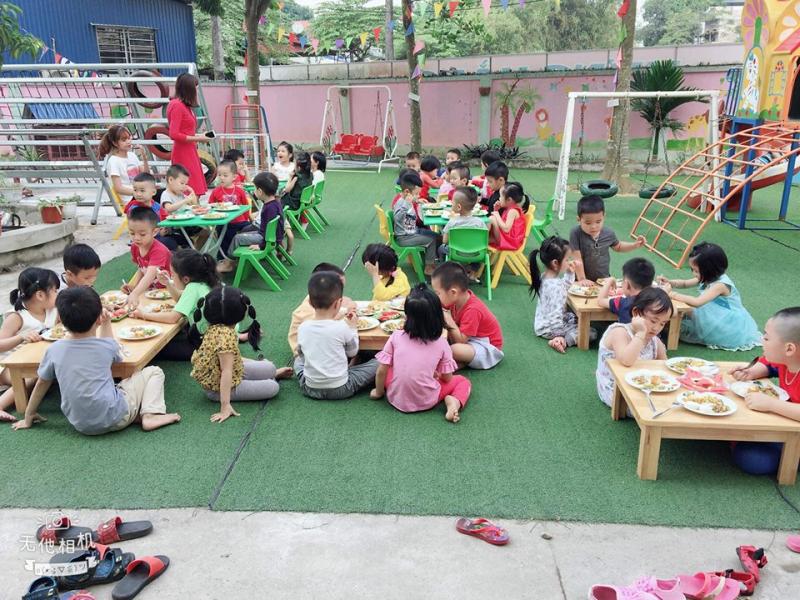 Môi trường học tập tại Bon Bee School được trang bị nhiều hoạt động khác nhau để tạo hứng thú học cho trẻ