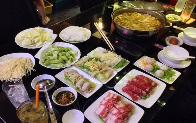 Lẩu Hồng Kông ở nhà hàng Bone & Pot