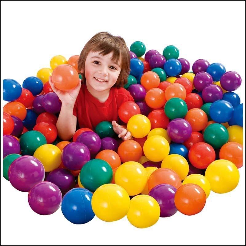 Những quả bóng đầy màu sắc là lựa chọn thích hợp cho các bé