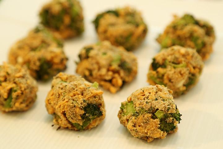 Bánh bông cải xanh phô mai viên xốp
