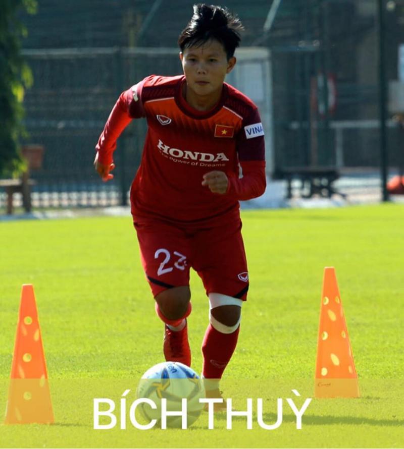 Nữ cầu thủ Bích Thùy