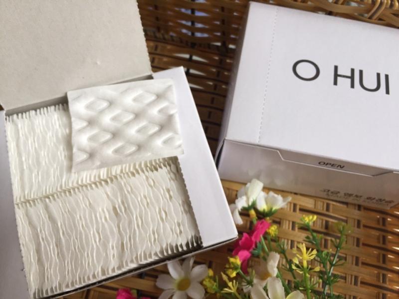 Bông mà Ohui sử dụng trong loại bông tẩy trang này có đặc tính mềm mỏng, được độn bông dày dặn