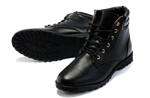 Boots cao cổ chủ yếu là màu đen được ưa chuộng nhất