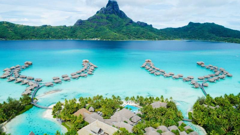 Bora Bora với những khu nghỉ dưỡng sang trọng, những bãi biển đẹp mê hồn chan hòa ánh nắng ấm áp
