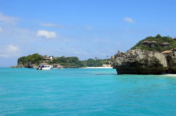 Nước biển xanh ngắt ở Boracay